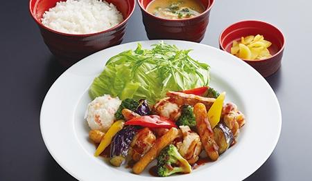 彩り野菜と若鶏の黒酢あんかけ定食